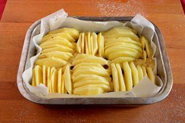 Torta di mele con pinoli e uvetta 6