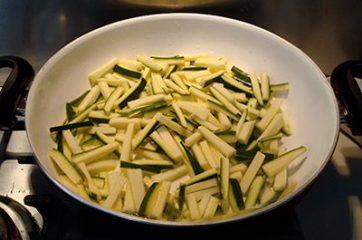 Pasta bottarga e zucchine 1