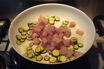Pasta con ricciola zucchine e pomodorini 7