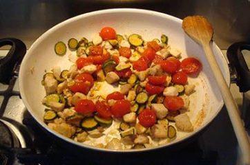 Pasta con ricciola zucchine e pomodorini 8