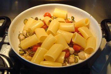 Pasta con ricciola zucchine e pomodorini 9