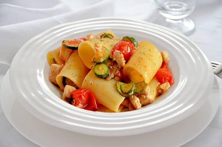 Pasta con ricciola zucchine e pomodorini