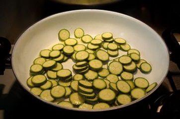 Pasta ricotta zucchine e curcuma 2