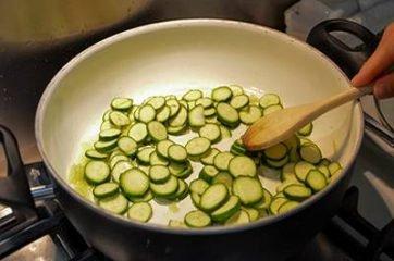 Bocconcini di pollo con zucchine 5