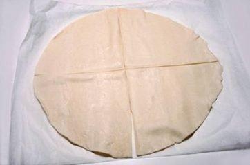 cornetti di pasta sfoglia al salmone 1