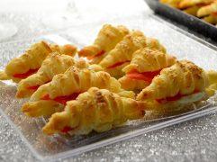 cornetti di pasta sfoglia al salmone