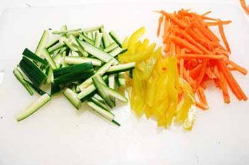 Spaghetti di soia con pollo e verdure 1