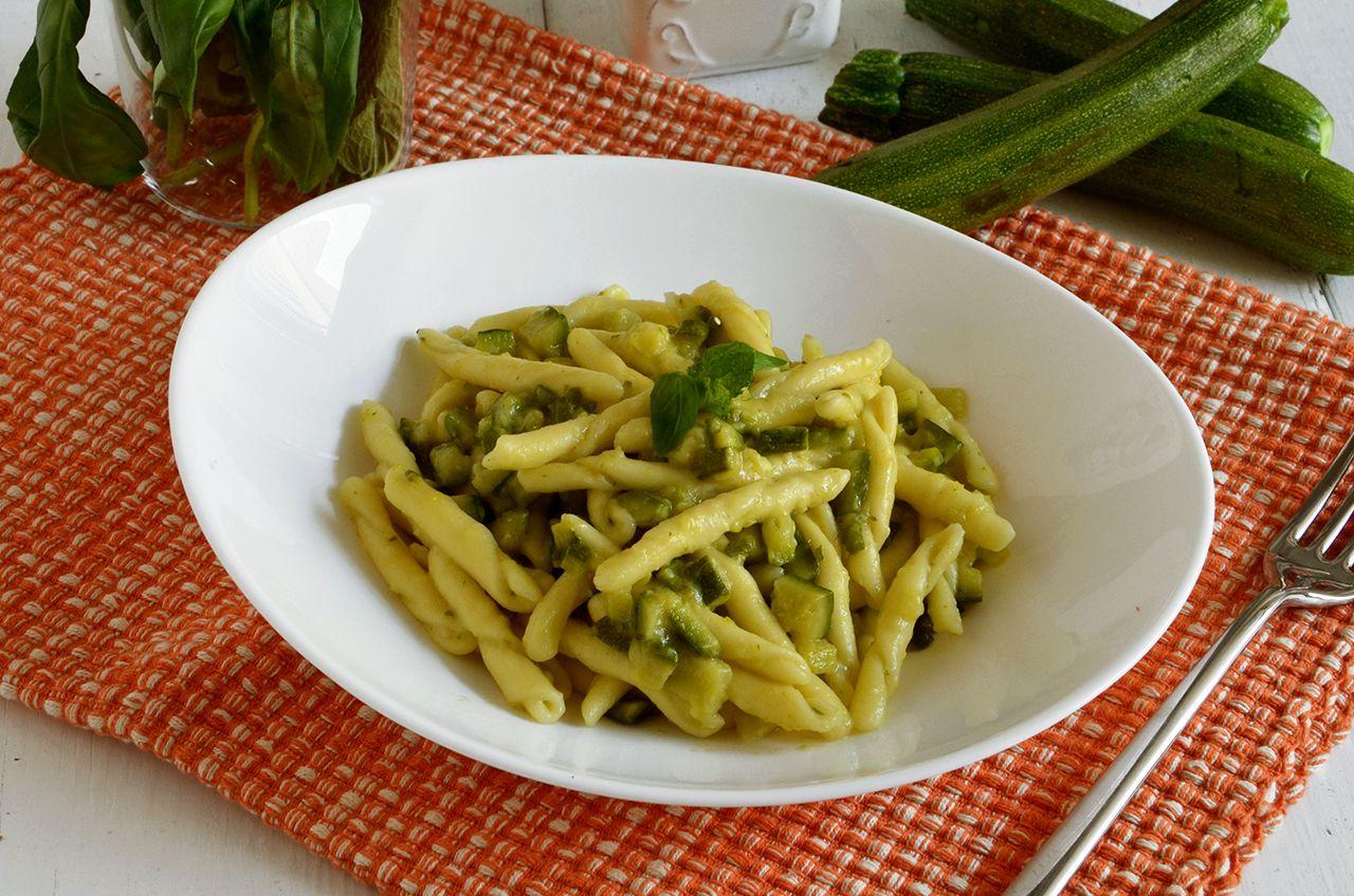 Pasta con le zucchine la ricetta della cucina imperfetta for Ricette con la pasta