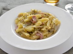 Pasta carciofi e speck
