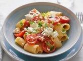 Insalata di pasta con feta e pomodorini