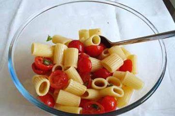 Insalata di pasta con pomodorini e feta 3
