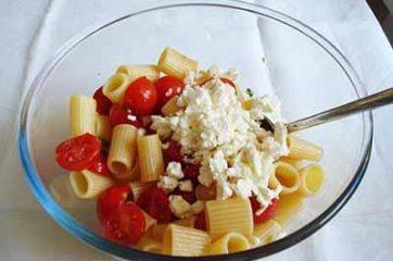 Insalata di pasta con pomodorini e feta 4