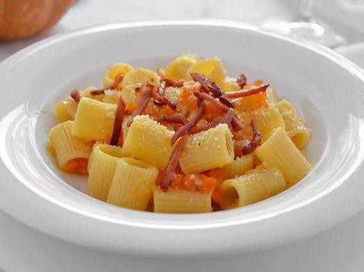 Pasta con zucca e speck
