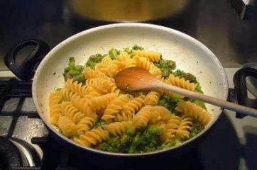 Pasta broccoli e salsiccia 8