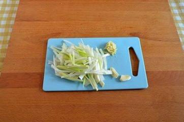 Spaghetti di riso con gamberi e verdure 2