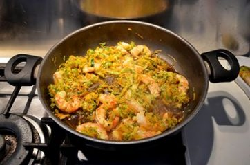 Spaghetti di riso con gamberi e verdure 7