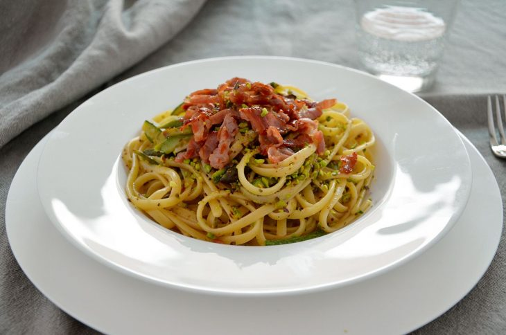 Pasta con zucchine e asparagi