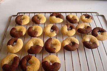 Procedimento ricetta Biscotti abbracci: step 16