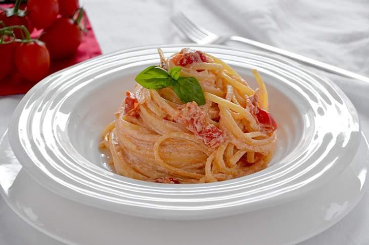 Pasta con ricotta e pomodorini