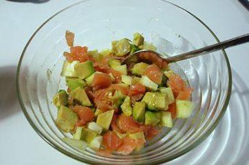 Insalata di riso con salmone e avocado 4