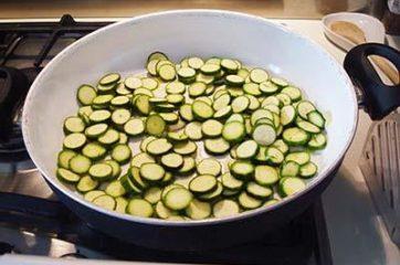 Pasta zucchine e tonno 2