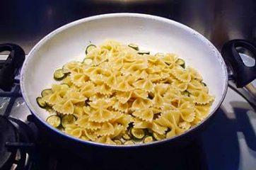 Pasta zucchine e tonno 4