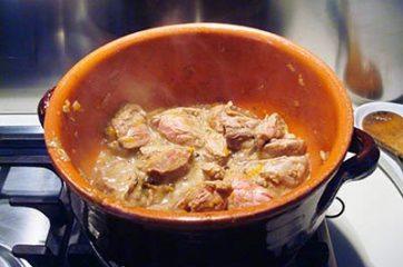 Spezzatino con patate funghi e zucca 4