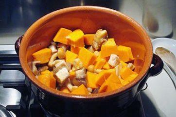 Spezzatino con patate funghi e zucca 5