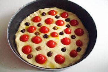 Focaccia pomodorini e olive 10