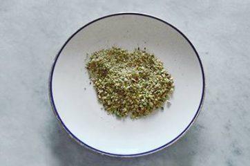 Pasta acciughe e pistacchi 1
