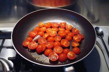 Pasta con pomodorini scamorza e rucola 3
