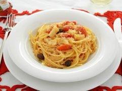 Pasta con baccalà e pomodorini