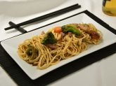 Noodles con maiale e verdure