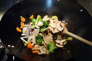 Noodles con maiale e verdure 6