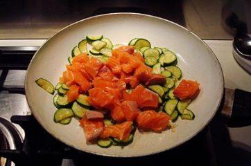 Pasta con salmone e zucchine 2