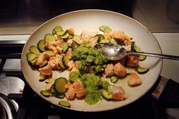 Pasta con salmone e zucchine 3