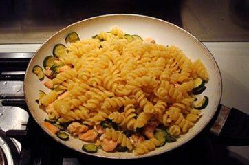 Pasta con salmone e zucchine 4