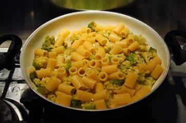 Pasta con broccolo romanesco 3