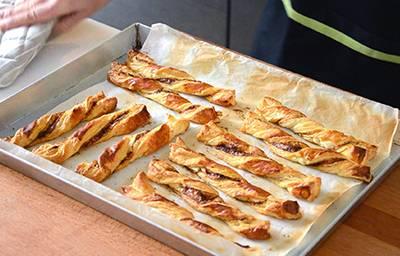 Cuocere i torciglioni in forno preriscaldato a 200° per circa 20 minuti