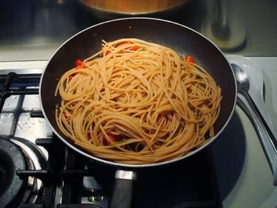 Pasta con peperoni e pomodorini 9