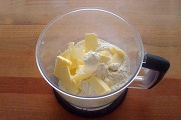 Torta salata con pisellini e prosciutto 5