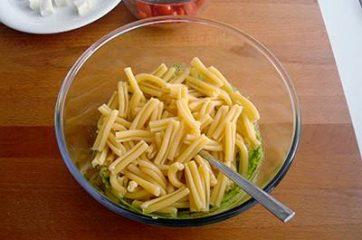 Pasta con pesto di rucola pomodorini e primosale 4