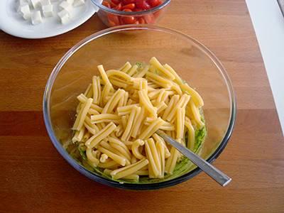 Pasta con pesto di rucola, pomodorini e primo sale 4