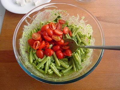 Pasta con pesto di rucola, pomodorini e primo sale 5
