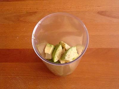 Pasta con salmone e crema di avocado 1