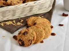 Biscotti con fiocchi d'avena e uvetta