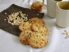 Cookies con riso soffiato e cioccolato