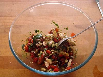 Insalata di pasta con tonno, pomodori e basilico 4