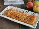 Treccia di pasta sfoglia alle mele