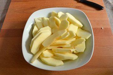 Ciambella con mele e marmellata 1